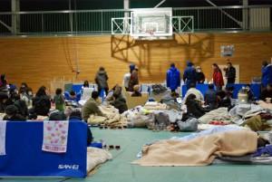 Notunterkunft VOA_Herman_-_2011-03-16_Fukushima_Evacuees_03