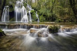 waterfalls-1144130_1920